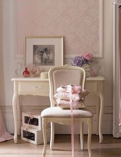 39 Ideas Wall Paper Bedroom Shabby Chic Laura Ashley For 2019 Shabby Chic Bedrooms, Shabby Chic Homes, Girls Bedroom, Bedroom Ideas, Interiores Shabby Chic, Laura Ashley Home, Cottage Style, Decoration, Beautiful Homes