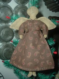 Primitive Heartstrings: *Christmas Ornaments - Old & New*