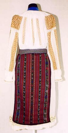 The Eliznik website is dedicated to the study of the traditional peasant culture in Romanian and Bulgaria Folk Costume, Bulgaria, Costumes For Women, Folk Art, Two Piece Skirt Set, Traditional, Detail, Craft, Blouse