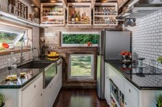 99 Inspiration For Your Own Tiny House With Small Kitchen Space Ideas (1)