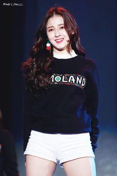 Kpop Girl Groups, Korean Girl Groups, Kpop Girls, Nancy Jewel Mcdonie, Nancy Momoland, Kpop Girl Bands, Ulzzang Korean Girl, Daisy, Beauty Full Girl