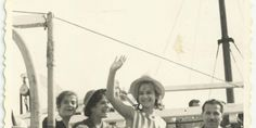 Αλίκη Βουγιουκλάκη. Μοναδικές αδημοσίευτες φωτογραφίες από την επίσκεψή της στη Σύρο. | Syrosmap Ferris Wheel, Fair Grounds, Concert, Travel, Viajes, Recital, Trips, Concerts, Tourism