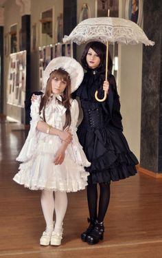 #ShiroLolita & #KuroLolita ♡ Lolita Fashion