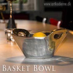 Basket Bowl Medium er en smuk skulpturel formet #metalskål som kombinerer metallerne alu. & messing.  Se mere #DavidMarshallDesign på www.artkaderne.dk/Fade