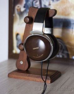 WOODEN HEADPHONE STAND FROM PRISTINE NOTE™