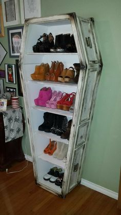 Make this but make it a display for creepy items Gothic Home Decor, Creepy Home Decor, Halloween Room Decor, Halloween Party, Diy Home Decor, Diy Shoe Shelf, My Dream Home, Shoe Display, Halloween Village