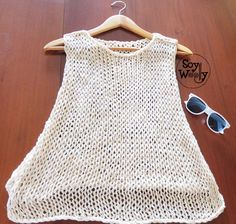 En este tutorial aprenderás a tejer un top o blusa para el verano, muy fresco y fácil de hacer, especial para principiantes de las dos agujas. Puedes llevarlo sobre el bikini  o sobre una camiseta ligera #toptejido #topdeverano #topdosagujas #tricot #punto #patronesenespañol #tejidoamano #tutorialtejer #soywoolly T-shirt Au Crochet, Bikini Crochet, Diy Crochet And Knitting, Crochet Shirt, Summer Knitting, Knit Shirt, Crochet Clothes, Loose Knit Sweaters, Hippie Chic