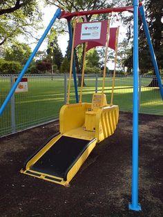 Columpio para sillas de ruedas.  Debemos buscar otras opciones para las personas en sillas de ruedas.