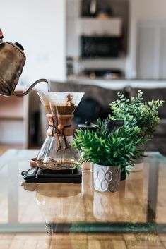 Top 6 Coffee Brewing Methods for Great Tasting Coffee Coffee Uses, Coffee Love, Coffee Art, Drip Coffee, Coffee Club, Chemex Coffee, Coffee Brewer, Coffee Maker, Coffee Shops