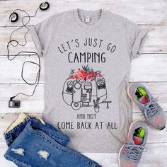 Best Arts and Crafts at one place – Collection of tips and ideas Camping Life, Camping Gear, Outdoor Camping, Camping Friends, Backpacking Tips, Cute Couple Shirts, Cool Shirts, Libra, Camper Signs