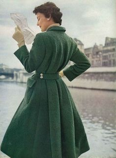 Model reading in green coat. Vogue, September Photograph by Henry Clarke. The tweed is a green bouclé, a wonderful new green softened with grey. The coat is a redingote style, cut straight in. Foto Fashion, 1950s Fashion, Fashion History, Fashion Models, Vintage Fashion, Vogue Fashion, Fashion Women, Club Fashion, Fashion Coat