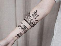 schöne tattoos, tätowierung am unterarm stechen lassen, blumen