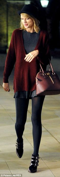 Layered look: The hitmaker accessorised her look with a black bowler hat, brown leather handbag, black stockings and buckled plum-coloured ankle booties Taylor Swift New, Taylor Swift Outfits, Taylor Swift Style, Outfits With Hats, Fall Outfits, Burgundy Outfit, Mein Style, Queen, Fashion Pictures