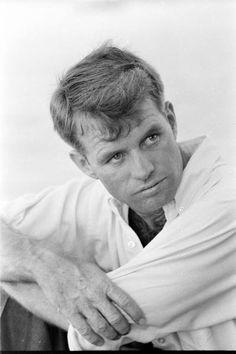 "Robert Francis ""Bobby"" Kennedy (* 20. November 1925 in Brookline, Massachusetts; † 6. Juni 1968 in Los Angeles, Kalifornien)"