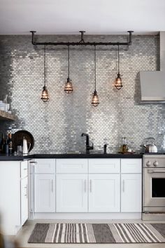 Fantastic Shiny silver tiles, rustic pendant lamps, eclectic glamour The post Shiny silver tiles, rustic pendant lamps, eclectic glamour… appeared first on Erre Designs .