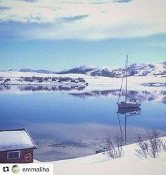 Fred og ro. #reiseliv #reisetips #reiseblogger #reiseråd  #Repost @emmaliha with @repostapp  Eidvågen på Seiland.  #Eidvågen #Seiland #hønseby #Finnmark #nordnorge #splendid_horizon #reisemagasinetvagabond #fotofanatic #nrkfinnmark #nature_wizards_vip #fotofanatic#landscapecaptures #yrbilder#nrk#mountains#sea#seilbåt#bns_norway #fotocatchers #Easter
