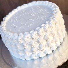 Cake Decorating Frosting, Cake Decorating Designs, Creative Cake Decorating, Cake Decorating Videos, Birthday Cake Decorating, Cake Decorating Techniques, Cake Designs, Wedding Sheet Cakes, Birthday Sheet Cakes
