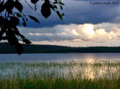 Jemina Staalon Veden vuosi 2: Aaltojen huuhtomaa, ihanan suomen kesän liplatusta, kivikauden Afrodite