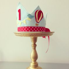 Hot air ballon and bird Birthday CROWN от mosey на Etsy Felt Diy, Felt Crafts, Balloon Crown, Felt Animal Patterns, Felt Crown, 1st Boy Birthday, Birthday Hats, Air Ballon, Birthday Balloons