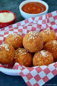 Make the most of leftover rice with this easy recipe for Arancini with Marinara Sauce. These rice balls are filled with gooey mozzarella an. Leftover Rice Recipes, Leftovers Recipes, Italian Rice Balls Recipe, Fried Rice Balls Recipe, Sauce Recipes, Cooking Recipes, Recipes With Marinara Sauce, Homemade Marinara, Homemade Sauce