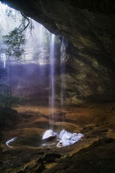 Ash Cave at Hocking Hills State Park - Ohio - USA