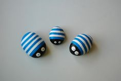 Ladybirds painted on Stone. Stone Crafts, Rock Crafts, Crafts To Make, Arts And Crafts, Pebble Painting, Pebble Art, Stone Painting, Rock Painting, Pebble Stone