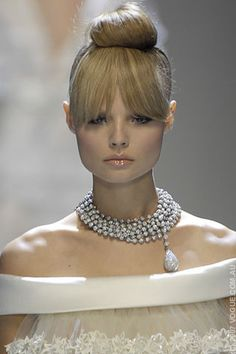 nice hair, nude lips and statement necklace