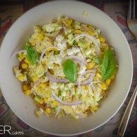 salad with corn and orzo. Recipe in greek. Orzo Recipes, Salad Recipes, Vegan Recipes, Potato Salad, Crisp, Salads, Greek, Meat, Chicken