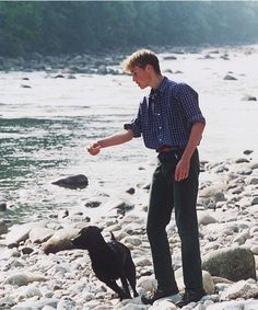 Pin for Later: Inside the Queen's Balmoral Photo Album William playing fetch with his childhood dog Widgeon This picture was taken just a month before the death of his mother in Prince William Young, Prince William Family, Young Prince, Prince William And Catherine, Baby Prince, Prince And Princess, Princess Kate, Prince Harry, Diana Spencer