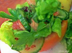 Gosia gotuje...: Sałatka wiosenna z wędzonym łososiem