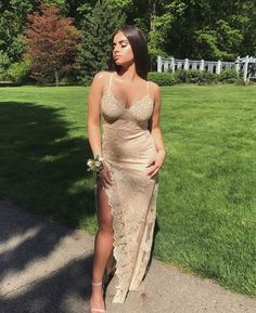 Nazanin Kavari serving a simple yet elegant prom look