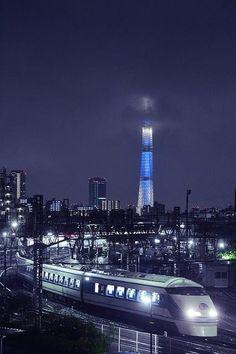 Tokyo Sky Tree and the Shinkansen bullet train, Japan❤ Tokyo Skytree, Japon Tokyo, Tokyo Ville, Places To Travel, Places To Go, Travel Local, Shinjuku Gyoen, Trains, Japan Train
