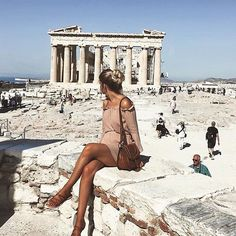 Image about girl in GREECE by autumnbreeze ღ on We Heart It Santorini, Mykonos, Travel Pictures, Travel Photos, Acropolis Greece, Zara Europe, Greece Outfit, Greece Fashion, Greece Photography