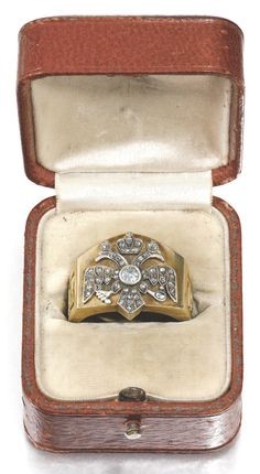 A FABERGÉ ROMANOV TERCENTENARY GOLD AND DIAMOND RING, WORKMASTER ALFRED THIELEMANN, ST PETERSBURG, 1908-1910 the bezel applied with a rose- and circular-cut diamond-set Imperial eagle, the shoulders cast with dates 1613 and 1913, struck with workmaster's initials, 56 standard, scratched inventory number 4177,  in original red leather presentation case