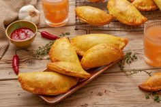 With this Jamaican beef patties recipe, you can learn how to make a popular Caribbean appetizer that is available from street vendors and restaurants. Jamaican Beef Patties, Jamaican Patty, Jamaican Dishes, Jamaican Recipes, Guyanese Recipes, Jamaican Cuisine, Jewish Potato Knish Recipe, Pastry Recipes, Cooking Recipes