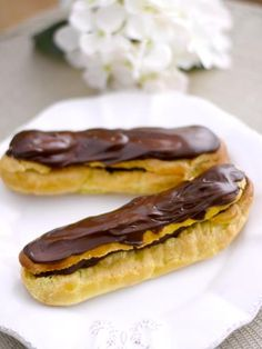 Eclairs au chocolat (rapide) - Recette de cuisine Marmiton : une recette Chocolate Delight, Choux Pastry, Sweet Recipes, Biscuits, Sweet Treats, Deserts, Food And Drink, Sweets, Baking