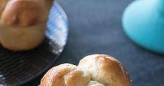 Aprende cómo elaborar estos bellos pancitos aromatizados con naranja. Son perfectos para el desayuno untados con mermelada y una buena taza de café. Hamburger, Biscuits, Muffins, Bread, Savory Snacks, Orange Scones, Vanilla Cupcakes, Salsa Chicken, Marmalade
