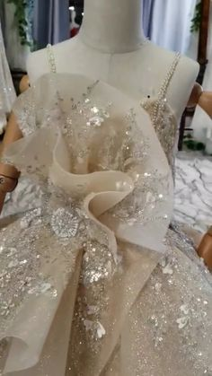 All the wedding dress can be customized by your size. it's a good idea to have the 2019 wedding trends in the back of your mind when planning your weddings. Fairy Wedding Dress, Dream Wedding Dresses, Bridal Dresses, Wedding Gowns, Dresses Short, Girls Dresses, Flower Girl Dresses, Champagne Bridesmaid Dresses, Office Outfits Women