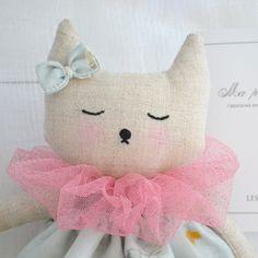 86e6f62509df Voici mes petites poupées de lin Dessinée, confectionnée et brodée à la main  par mes soins...