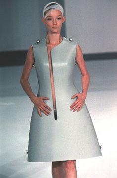 Hussein Chalayan - Spring/Summer 1999 by victorismaelsoto, via Flickr Quirky Fashion, European Fashion, Urban Fashion, High Fashion, Vintage Fashion, Hussein Chalayan, Fashion Wear, Couture Fashion, Runway Fashion