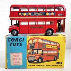 Corgi Toys - Schaal 1/66 - London Routemaster Bus No.468 Antique Toys, Vintage Toys, Routemaster, Tonka Toys, Old School Toys, Corgi Toys, Matchbox Cars, Metal Toys, Vintage Models