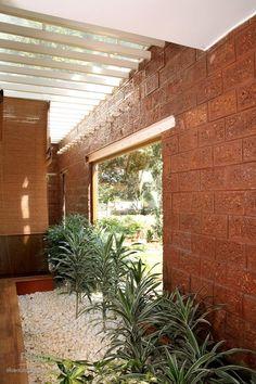 Ideas exterior stone wall design dream homes Cladding Design, Stone Cladding, Village House Design, Kerala House Design, House Paint Exterior, Exterior House Colors, Wall Exterior, Exterior Design, Stone Wall Design