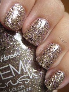 Wearing this now and I don't think a polish has ever made me this happy. Sally Hansen Gem Crush in Big Money. #nails