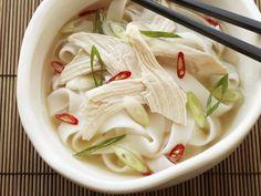 Suppe mit Hühnchen auf vietnamesische Art ist ein Rezept mit frischen Zutaten aus der Kategorie Hühnersuppe. Probieren Sie dieses und weitere Rezepte von EAT SMARTER!