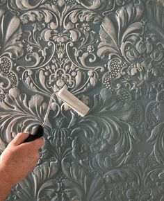 Discover thousands of images about Paintable wallpaper - creating dimension. Plaster Art, Plaster Walls, Plaster Crafts, Paintable Textured Wallpaper, Embossed Wallpaper, White Wallpaper, Decoration Shabby, Deco Addict, Pattern Wallpaper