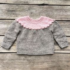 The pattern for our Pearls-on-a-string sweater is now available in Danish at www.knittingforolive.dk. Sizes from 6 months to 10 years.  #pearlsonastringsweater #perlerpåensnorsweater #strikk #knitting #jentestrikk #knitting_inspiration  #knittingforolivesheavymerino #heavymerino #knittingforolive