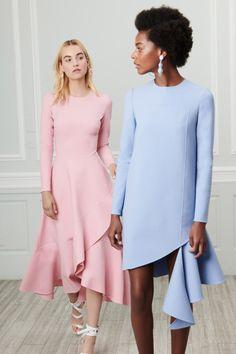 The complete Oscar de la Renta Resort 2019 fashion show now on Vogue Runway. Fashion 2018, Runway Fashion, High Fashion, Fashion Dresses, Womens Fashion, Marine Look, Style Haute Couture, Fashion Details, Fashion Design