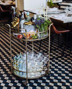 Gin Trolley Diy Bar Cart, Gold Bar Cart, Bar Cart Styling, Bar Cart Decor, Bar Carts, Summer House Interiors, Gin Bar, Champagne Bar, Apartment Furniture
