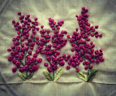 french knots in embroidery French Knot Embroidery, Hand Embroidery Videos, Embroidery Flowers Pattern, Hand Work Embroidery, Simple Embroidery, Hand Embroidery Stitches, Silk Ribbon Embroidery, Embroidery On Kurtis, Kurti Embroidery Design