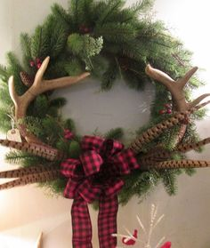Beautiful Christmas wreath with deer antlers and pheasant feathers. Plaid Christmas, Country Christmas, All Things Christmas, Winter Christmas, Christmas Holidays, Christmas Crafts, Christmas Tree With Antlers, Cabin Christmas, Christmas Quotes